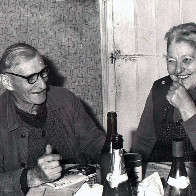 Annette Pierre Vessigaud, parents d'Andrée Thibert à leur domicile - Fuissé.